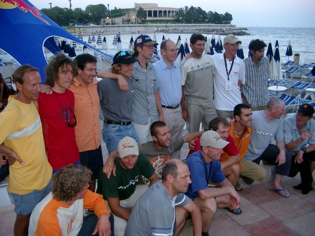 Die erfolgreichen Athleten mit Prinz Albert in der Mitte